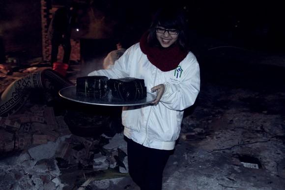 Trúc Diễm, Minh Béo gói bánh chưng, bánh tét tặng người nghèo ảnh 17