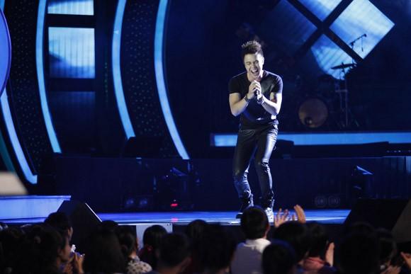Đông Hùng bất ngờ lọt top nguy hiểm, Anh Quân chia tay Vietnam Idol ảnh 3