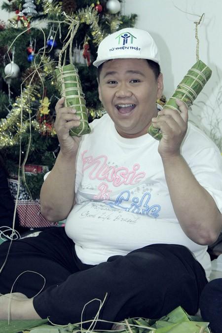 Trúc Diễm, Minh Béo gói bánh chưng, bánh tét tặng người nghèo ảnh 6