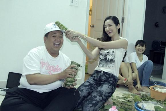 Trúc Diễm, Minh Béo gói bánh chưng, bánh tét tặng người nghèo ảnh 12
