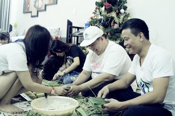 Trúc Diễm, Minh Béo gói bánh chưng, bánh tét tặng người nghèo ảnh 5