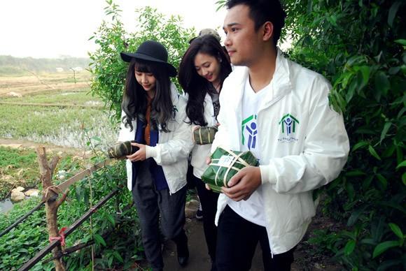 Trúc Diễm, Minh Béo gói bánh chưng, bánh tét tặng người nghèo ảnh 18