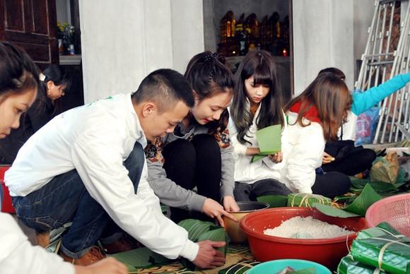 Trúc Diễm, Minh Béo gói bánh chưng, bánh tét tặng người nghèo ảnh 4