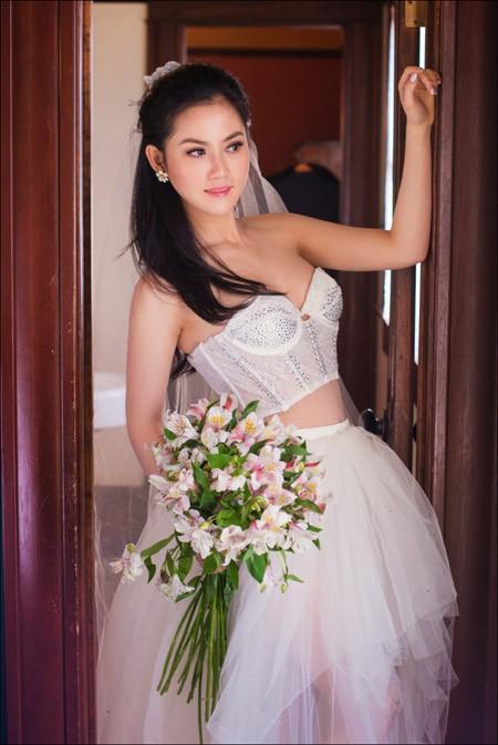 Hoa hậu Tristine Trâm Bùi mặc nội y khoe thân hình nóng bỏng ảnh 7
