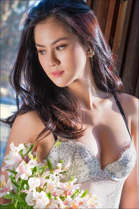 Hoa hậu Tristine Trâm Bùi mặc nội y khoe thân hình nóng bỏng ảnh 4