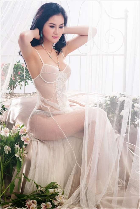Hoa hậu Tristine Trâm Bùi mặc nội y khoe thân hình nóng bỏng ảnh 2