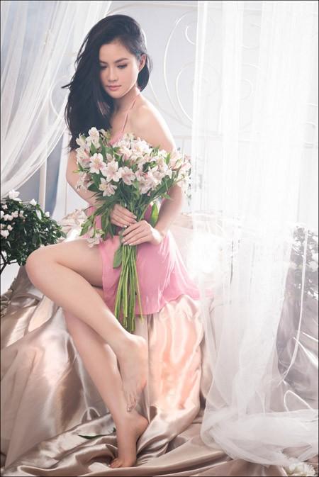 Hoa hậu Tristine Trâm Bùi mặc nội y khoe thân hình nóng bỏng ảnh 8