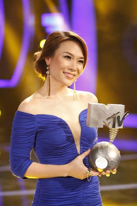 """Mỹ Tâm chính thức nhận cúp """"Nghệ sĩ được yêu thích nhất khu vực Đông Nam Á"""" ảnh 1"""