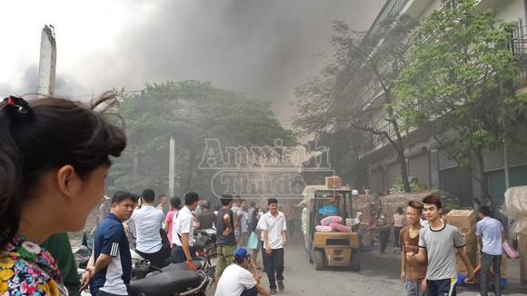 Toàn cảnh đám cháy lớn xảy ra tại công ty Diana ảnh 3