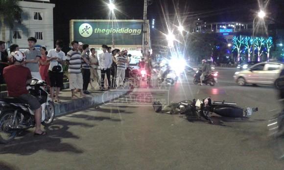 """Người dân vây bắt chiếc """"xe điên"""" gây tai nạn liên tiếp ảnh 1"""