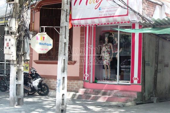 Thiếu nữ dùng băng keo bịt miệng chủ cửa hàng quần áo, cướp đồ ảnh 1