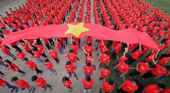 """Xúc động và tự hào """"Những trái tim Việt Nam"""" ảnh 1"""