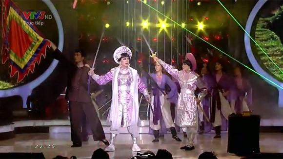 """Hoài Lâm """"lên đồng"""" với """"Tiếng trống Mê Linh"""" khiến khán giả chết lặng ảnh 10"""