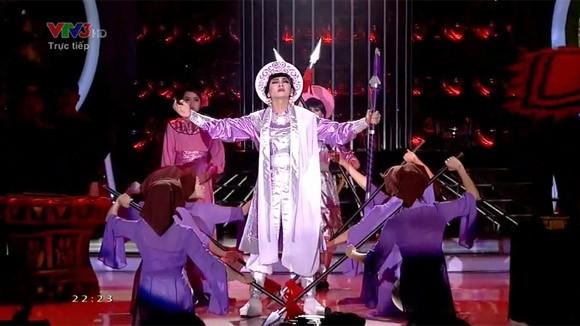 """Hoài Lâm """"lên đồng"""" với """"Tiếng trống Mê Linh"""" khiến khán giả chết lặng ảnh 7"""