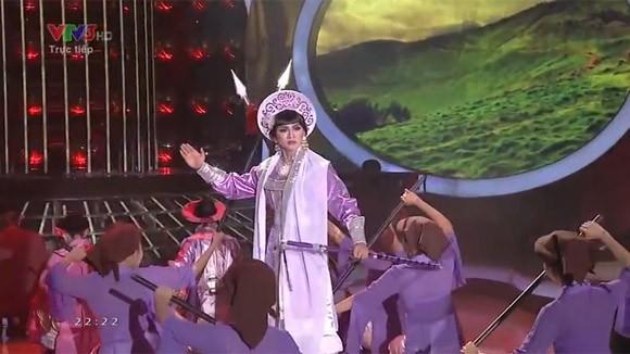 """Hoài Lâm """"lên đồng"""" với """"Tiếng trống Mê Linh"""" khiến khán giả chết lặng ảnh 8"""