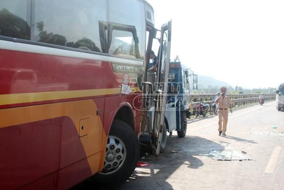 Danh tính 20 người Hà Nội bị thương trong vụ xe khách đâm xe tải ở Nghệ An ảnh 1