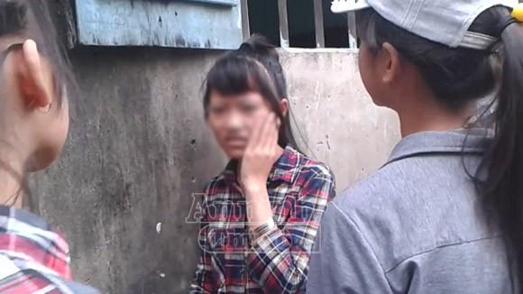 Hà Nội: Thêm một nữ sinh bị đánh hội đồng, trong khi các bạn hò reo cổ vũ ảnh 6
