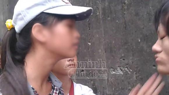 Hà Nội: Thêm một nữ sinh bị đánh hội đồng, trong khi các bạn hò reo cổ vũ ảnh 3