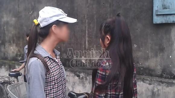 Hà Nội: Thêm một nữ sinh bị đánh hội đồng, trong khi các bạn hò reo cổ vũ ảnh 1