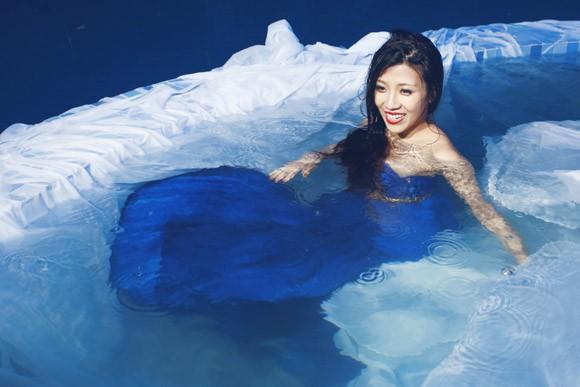 """Ưng Hoàng Phúc """"bỏ rơi"""" Kim Cương, tình tứ cùng Trang Pháp bên hồ bơi ảnh 13"""