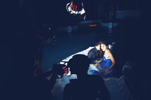 """Ưng Hoàng Phúc """"bỏ rơi"""" Kim Cương, tình tứ cùng Trang Pháp bên hồ bơi ảnh 18"""