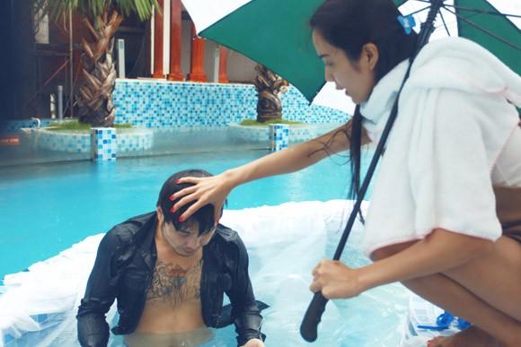 """Ưng Hoàng Phúc """"bỏ rơi"""" Kim Cương, tình tứ cùng Trang Pháp bên hồ bơi ảnh 7"""