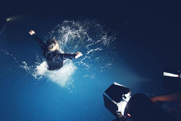 """Ưng Hoàng Phúc """"bỏ rơi"""" Kim Cương, tình tứ cùng Trang Pháp bên hồ bơi ảnh 3"""