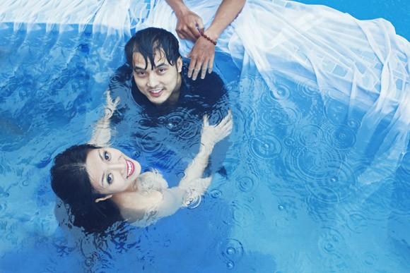 """Ưng Hoàng Phúc """"bỏ rơi"""" Kim Cương, tình tứ cùng Trang Pháp bên hồ bơi ảnh 16"""