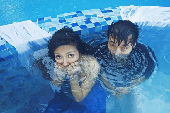 """Ưng Hoàng Phúc """"bỏ rơi"""" Kim Cương, tình tứ cùng Trang Pháp bên hồ bơi ảnh 17"""