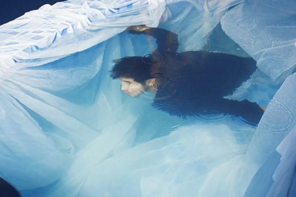 """Ưng Hoàng Phúc """"bỏ rơi"""" Kim Cương, tình tứ cùng Trang Pháp bên hồ bơi ảnh 2"""