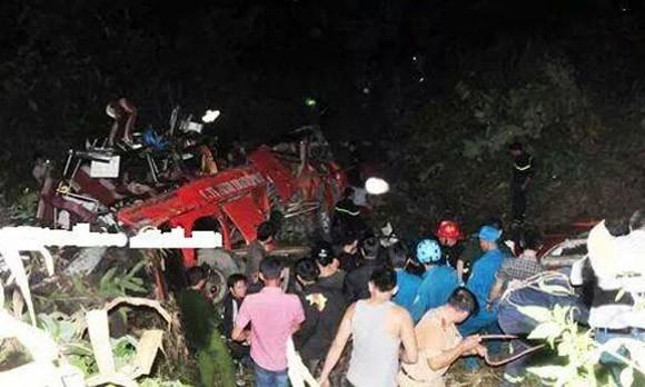 Xe khách lao vực, nhiều thương vong, Bộ trưởng Đinh La Thăng tới gấp hiện trường ảnh 1