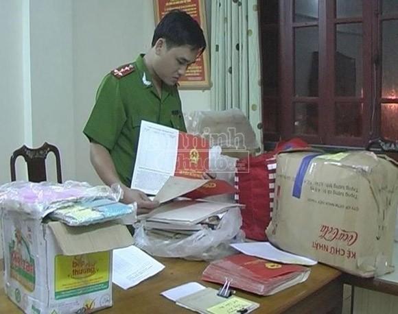 Bắt đối tượng gom gần 3.000 sổ đỏ để lừa đảo chiếm đoạt tài sản ảnh 3
