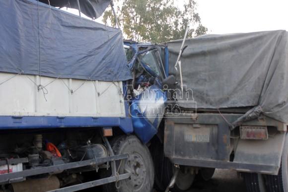 Xe tải đâm đuôi xe đầu kéo, phụ xe tử vong, tài xế nguy kịch ảnh 2