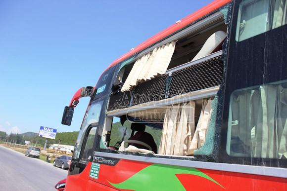 Loa phát nổ trên xe giường nằm, tài xế và phụ xe bị thương nặng ảnh 1