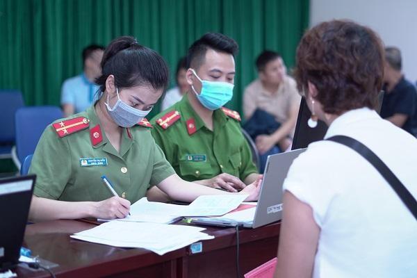 CAP Trung Văn nỗ lực phục vụ nhân dân làm thủ tục cấp căn cước gắn chíp ảnh 4
