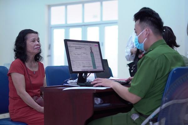 CAP Trung Văn nỗ lực phục vụ nhân dân làm thủ tục cấp căn cước gắn chíp ảnh 9