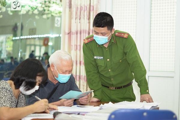 CAP Trung Văn nỗ lực phục vụ nhân dân làm thủ tục cấp căn cước gắn chíp ảnh 6