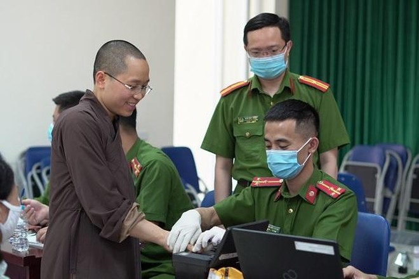 CAP Trung Văn nỗ lực phục vụ nhân dân làm thủ tục cấp căn cước gắn chíp ảnh 7