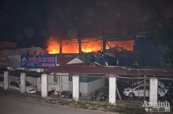 Toàn cảnh bar Luxury chìm trong biển lửa ảnh 4