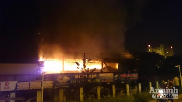 Toàn cảnh bar Luxury chìm trong biển lửa ảnh 5