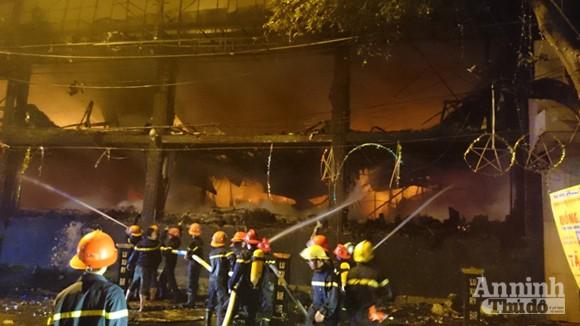 Toàn cảnh bar Luxury chìm trong biển lửa ảnh 9