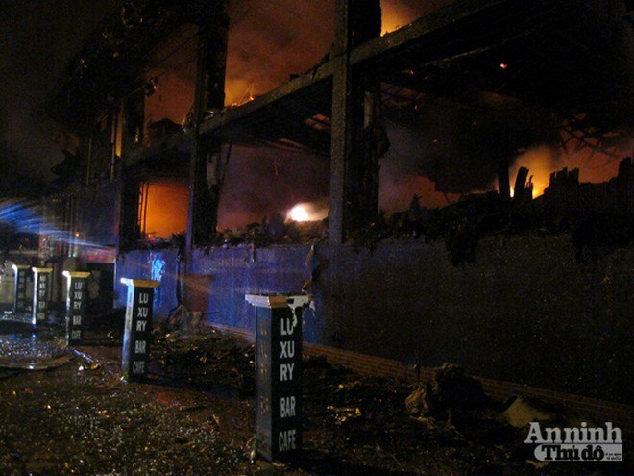 Toàn cảnh bar Luxury chìm trong biển lửa ảnh 12