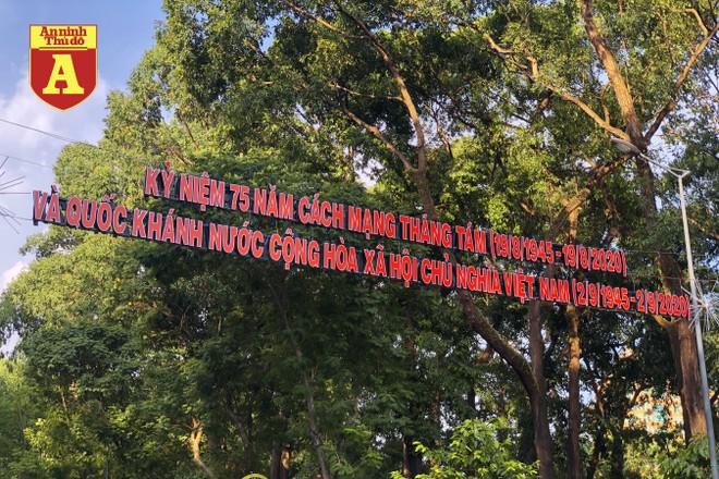 [ẢNH] TP.HCM rực rỡ cờ hoa trong ngày Quốc khánh 2-9 ảnh 19