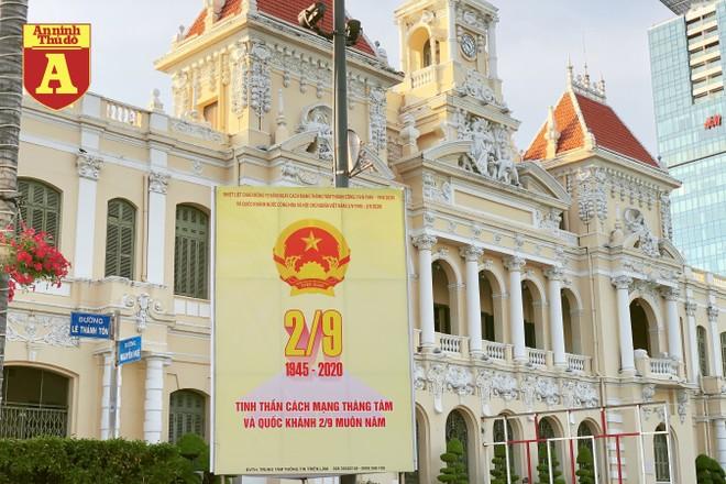 [ẢNH] TP.HCM rực rỡ cờ hoa trong ngày Quốc khánh 2-9 ảnh 2