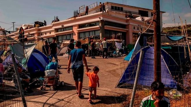 Cháy trại tị nạn ở Hy Lạp: Nỗi lo bùng phát đại dịch Covid 19 trong 13.000 người ảnh 4