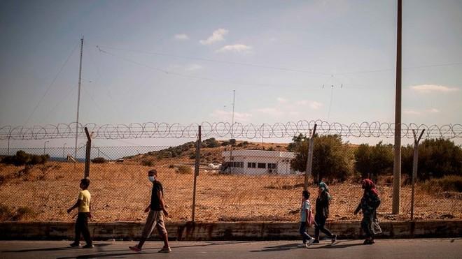 Cháy trại tị nạn ở Hy Lạp: Nỗi lo bùng phát đại dịch Covid 19 trong 13.000 người ảnh 10