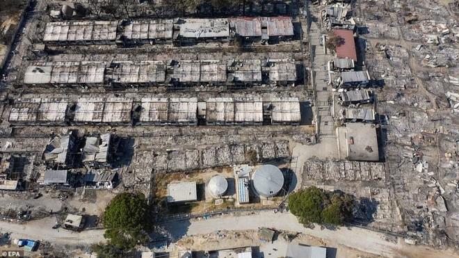 Cháy trại tị nạn ở Hy Lạp: Nỗi lo bùng phát đại dịch Covid 19 trong 13.000 người ảnh 3