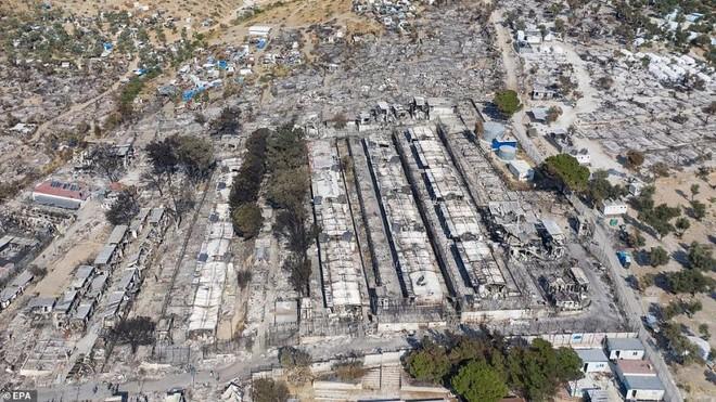 Cháy trại tị nạn ở Hy Lạp: Nỗi lo bùng phát đại dịch Covid 19 trong 13.000 người ảnh 2