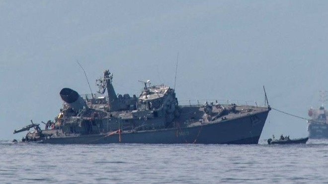 Tàu dò mìn của Hải quân Hy Lạp vỡ làm đôi sau vụ va chạm tàu chở hàng ảnh 1