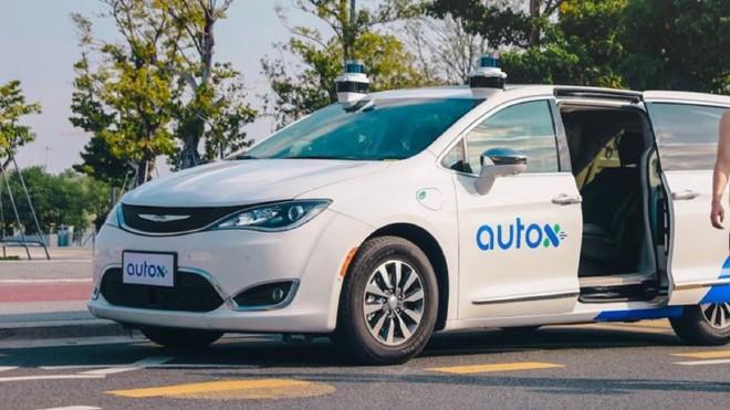 Trung Quốc phát triển dịch vụ taxi robot không người lái ảnh 1